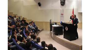 Siyaset Platformu Kulübü Brings Özcan Yeniçeri to Campus