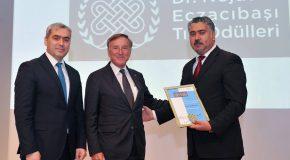Özgür Şahin Receives Eczacıbaşı Medical Incentive Award